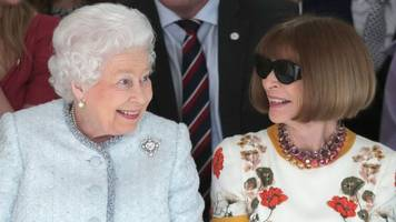 Queen and Anna Wintour in London Fashion Week front row