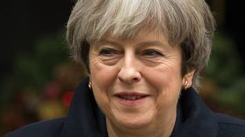 Theresa May to meet DUP and Sinn Féin leaders