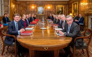 theresa may unites cabinet to reach agreement on brexit end state