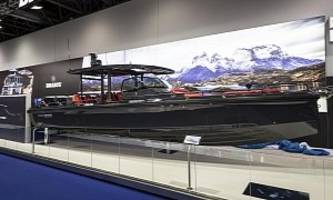"""the brabus shadow 800 is a """"hyper-boat"""" with two outboard motors"""