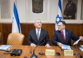 netanyahu steers clear of legal woes at opening of cabinet meeting