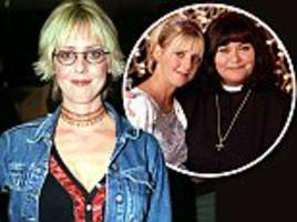 richard curtis pays tribute to emma chambers after death