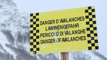 deadly avalanche in french alps kills four