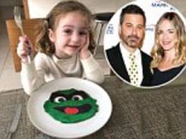 jimmy kimmel makes oscar the grinch pancakes for his kids pre oscars