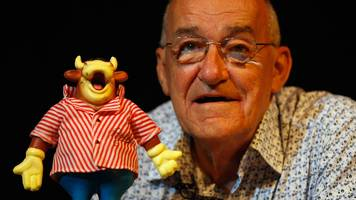 Jim Bowen: Former Bullseye host and comedian dies at 80