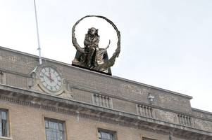 a statue on top of the guildhall and 9 other ways cambridge could commemorate stephen hawking