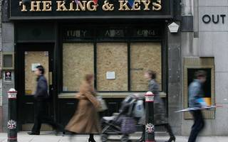 london pubs hit by closures as campaigners call for tax breaks