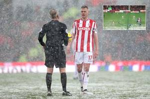 revealed: what martin atkinson told stoke players after everton's offside goal
