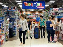 toys r us stores are slashing prices on apple products as the toy giant prepares to shutter or sell all 735 locations across the us (aapl)