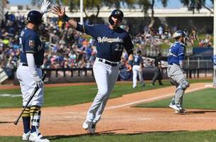 yelich goes yard, brewers top dodgers 7-3