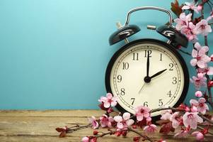 this is when the clocks go forward in spring 2018 and why we change them