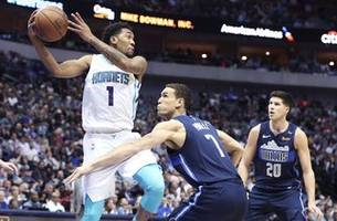 dwight howard has 23 rebounds, hornets hold off mavs 102-98