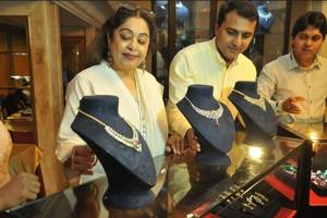 delhi holds first exhibition of international jewellery brand chemmanur's diamonds collection