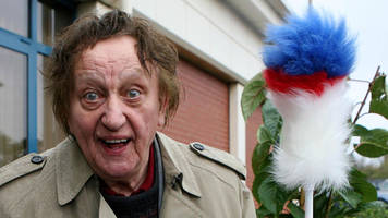 sir ken dodd: fans to say farewell at comedian's liverpool funeral