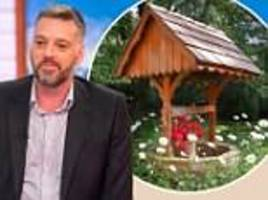 iain lee says he fell down a well and had to be rescued