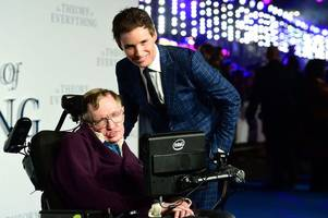 hollywood star eddie redmayne among first to arrive for stephen hawking's funeral, where he will give a reading