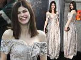 baywatch star alexandra daddario is a vision in elegant ball gown at the world premiere of rampage