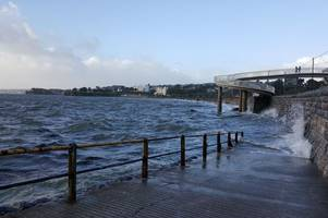 new flood alert issued as strong wind and waves are forecast