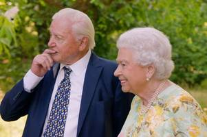 when is the queen's green planet on tv? who else is in the itv documentary with david attenborough?
