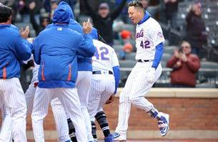 wilmer flores' walk off home run helps mets improve to 12-2