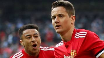 Herrera goal sends Man Utd into FA Cup final