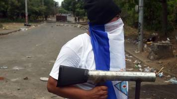 Nicaragua president scraps pension cuts after deadly riots