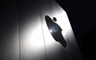 Apple agrees to start paying Irish government €13bn in back taxes