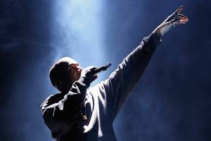 kanye west's 'dragon energy' tweet scorches his popularity among fans