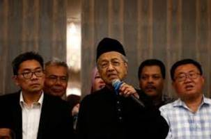 malaysia's mahathir says king willing to grant full pardon for anwar