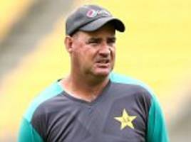 pakistan coach mickey arthur insists england have 'issues'