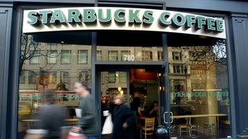 starbucks opening its bathrooms to all, executive chairman says