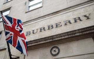 burberry sales expected to be flat amid senior team changes