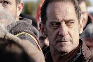'at war' film review: vincent lindon improvises his way to the front of the cannes best actor race