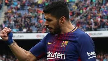 Suarez scores as Barcelona win in South Africa