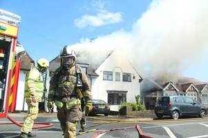Waltham Abbey Leverton Junior School told to keep children indoors as huge fire breaks out in homes on Honey Lane