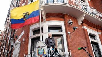 ecuador removes extra security at embassy where julian assange lives