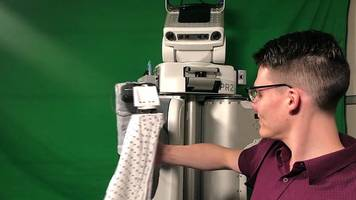 Robot helps patients put on hospital gown and other news