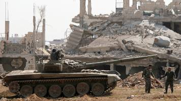 Syria war: IS militants 'leave Damascus suburbs'