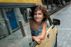 'summer 1993' film review: sensitive debut follows motherless girl to new family