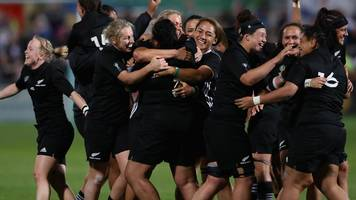 New Zealand women given rugby contracts for first time