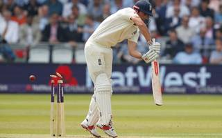 Pakistan in driving seat as old failings haunt England