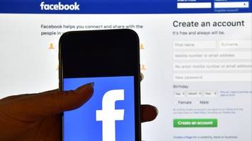 Lawsuit Alleges Facebook Gathered Data Via Texts, Photos, Microphone