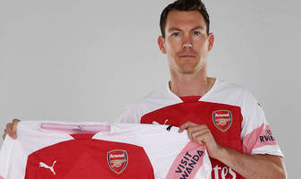arsenal: papastathopoulos and fellaini reject manchester united; lichtsteiner joins