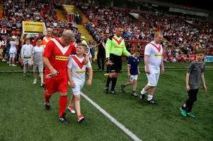 legends and fans turn out to support memorable hospice football fundraiser
