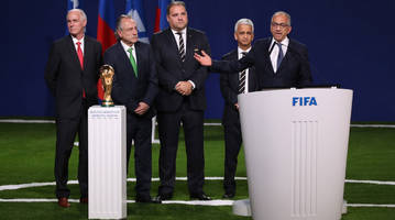 world cup daily podcast: usa's joint 2026 bid wins; spain fires its coach