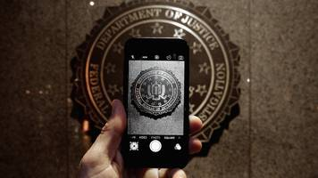 Apple to close iPhone security hole used by police