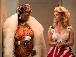 netflix's 'glow' season 2 is funnier and deeper than season 1, and one of the best current tv shows