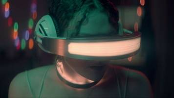 Netflix's Kiss Me First trailer combines CG & live-action for a haunting VR drama