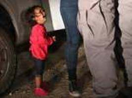 photographer captures 2-year-old honduran asylum seeker crying while being separated from mother