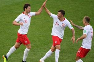 Poland gets one back late against Senegal